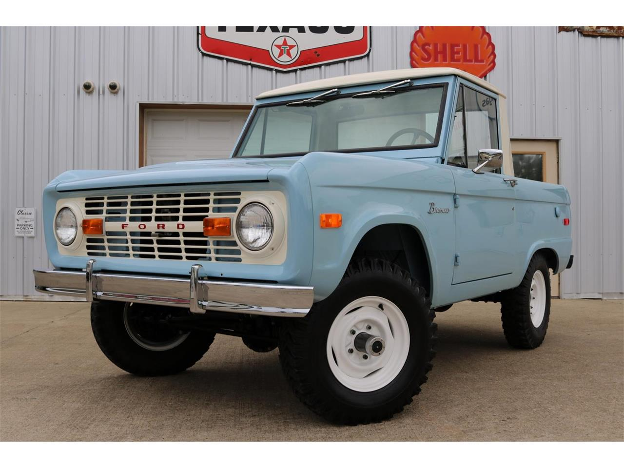 Large Picture of Classic '70 Bronco Offered by Texas Trucks and Classics - PXZ2