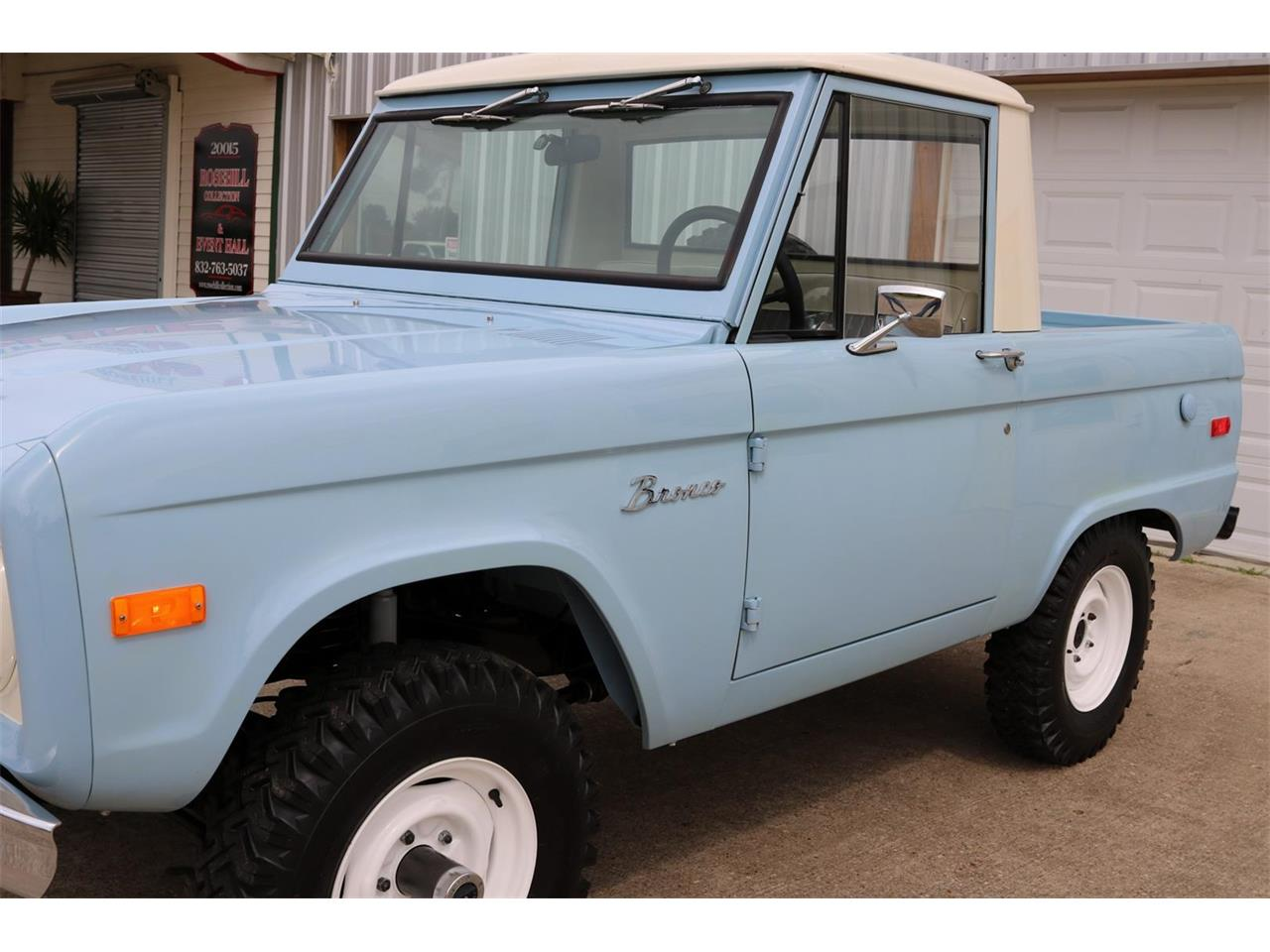 Large Picture of Classic '70 Ford Bronco located in Conroe Texas Offered by Texas Trucks and Classics - PXZ2