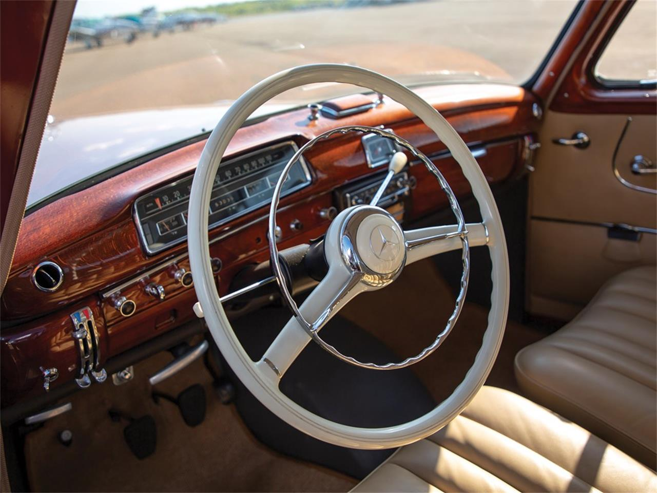 Large Picture of Classic 1959 Mercedes-Benz 220SE Auction Vehicle - Q16N