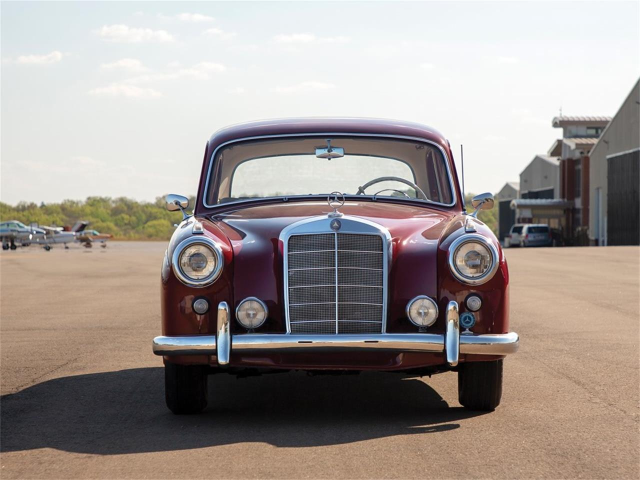 Large Picture of Classic '59 Mercedes-Benz 220SE located in Auburn Indiana Auction Vehicle Offered by RM Sotheby's - Q16N