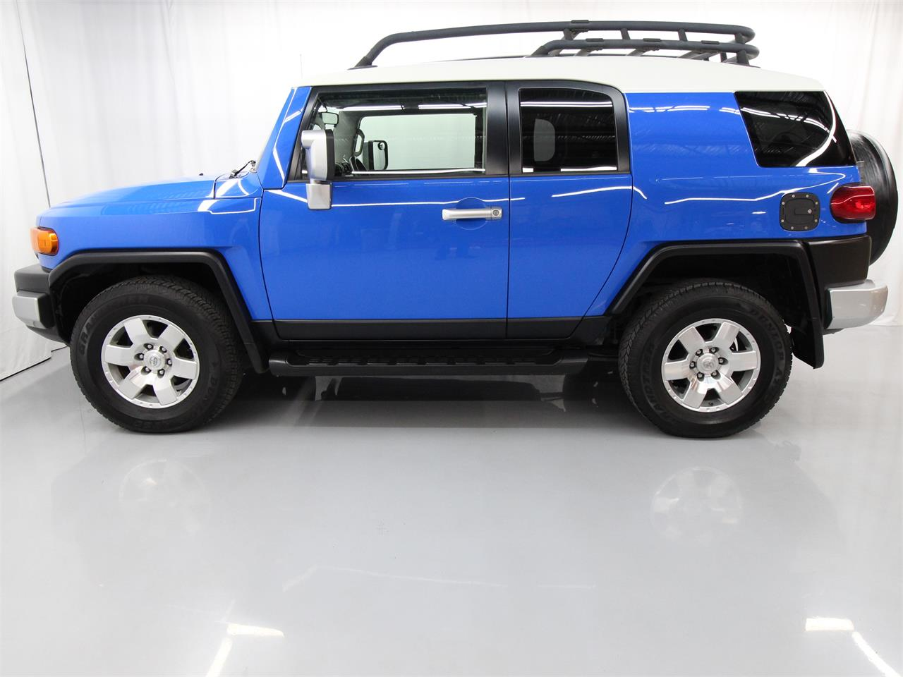 Large Picture of 2008 Toyota FJ Cruiser located in Christiansburg Virginia Offered by Duncan Imports & Classic Cars - PY12