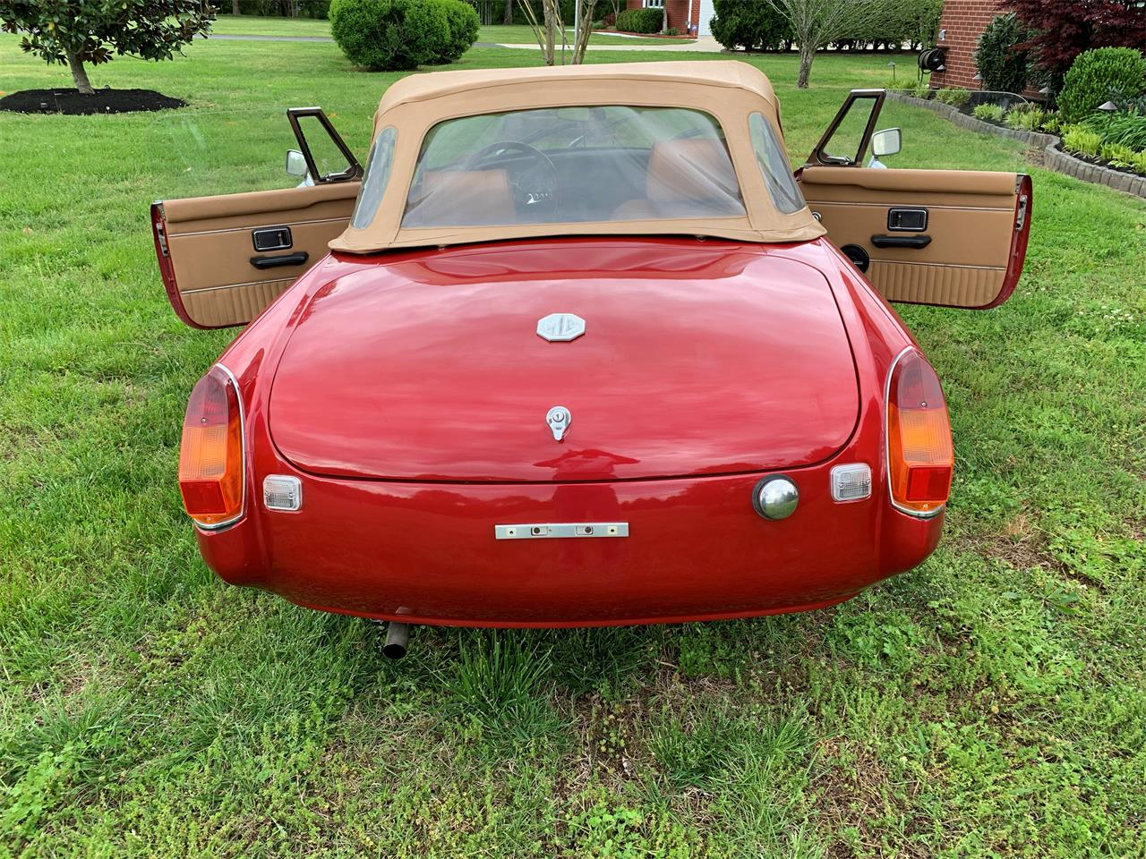 Large Picture of 1975 MG MGB Offered by a Private Seller - Q1U3