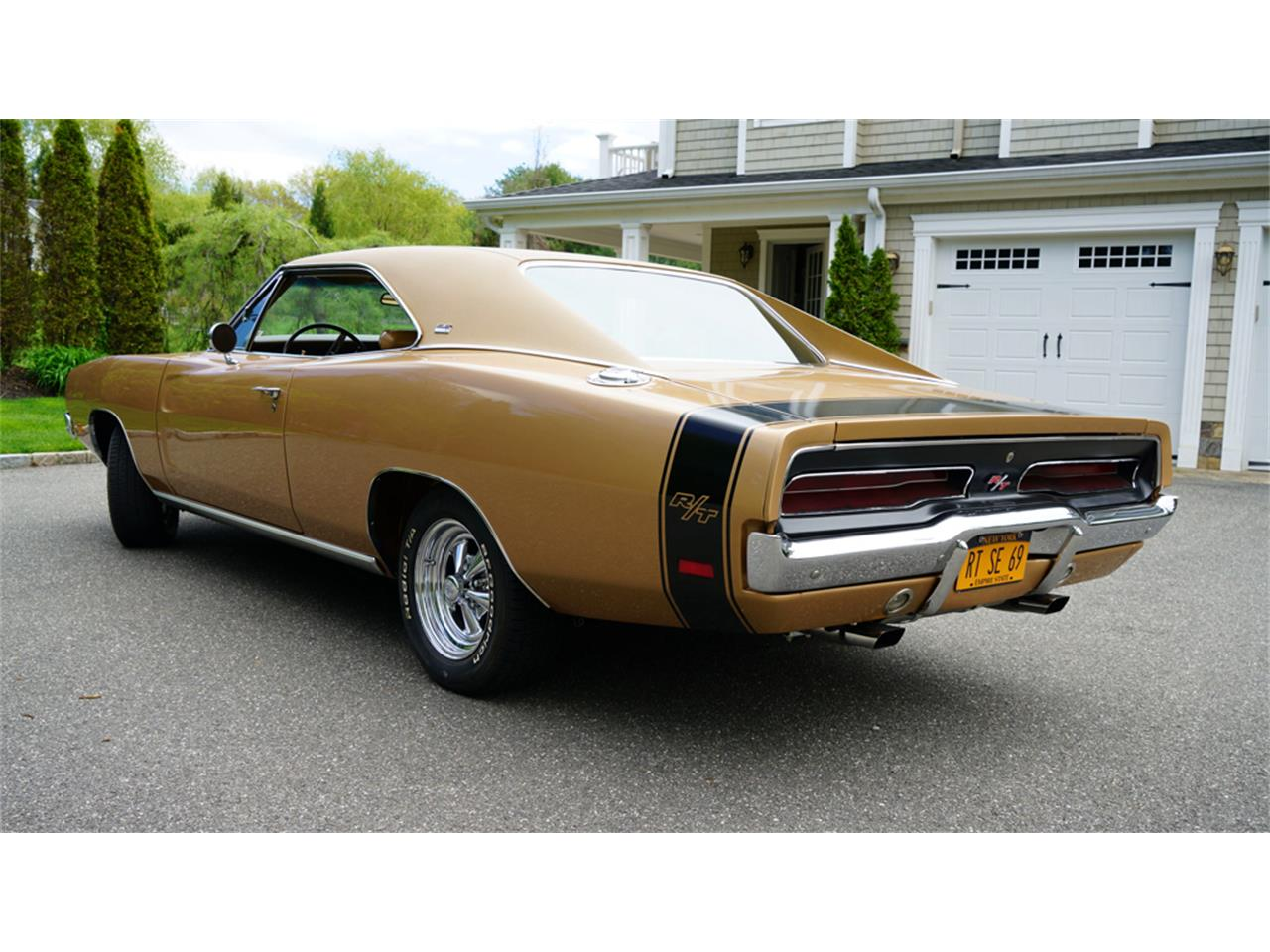 Large Picture of Classic '69 Dodge Charger R/T located in Old Bethpage New York Offered by Fiore Motor Classics - Q1UM