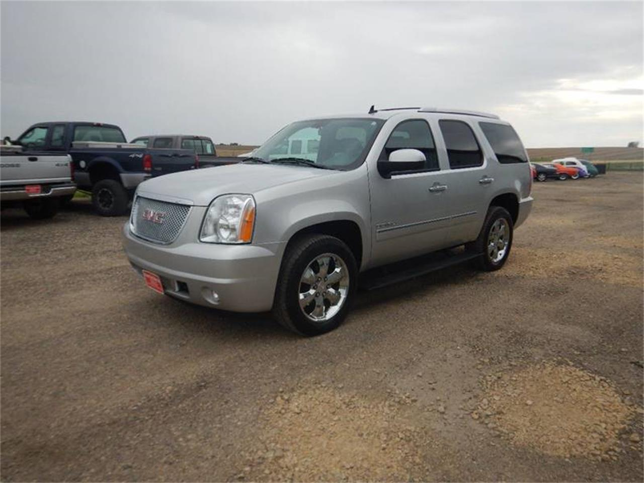 Large Picture of '11 Yukon Offered by Kinion Auto Sales & Service - Q201