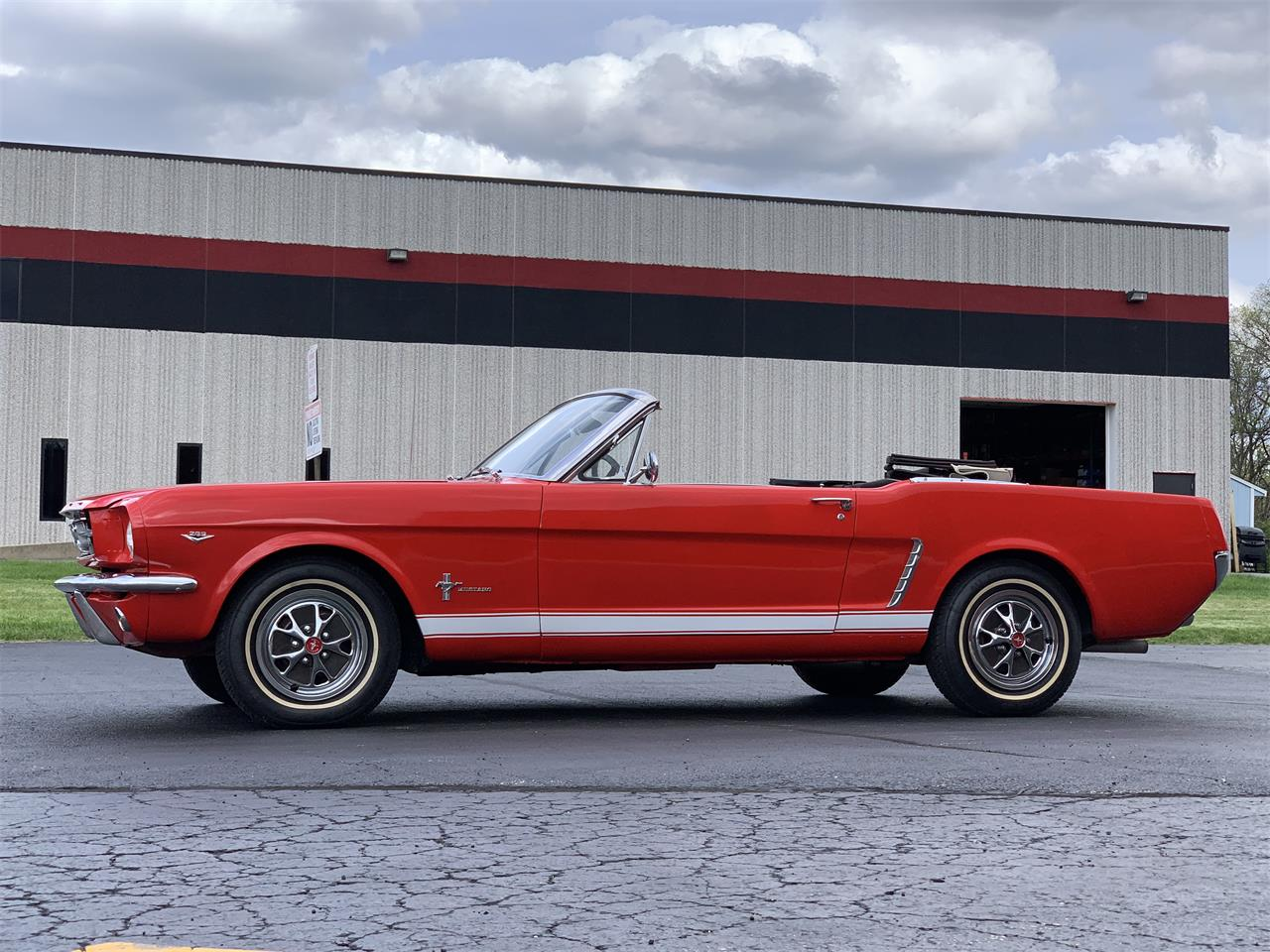 Large Picture of Classic 1965 Ford Mustang located in Geneva  Illinois - $24,995.00 - Q2DD