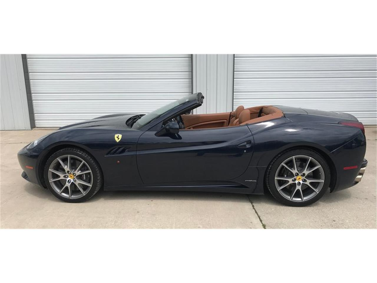 Large Picture of '11 Ferrari California Offered by Leake Auction Company - Q2G9