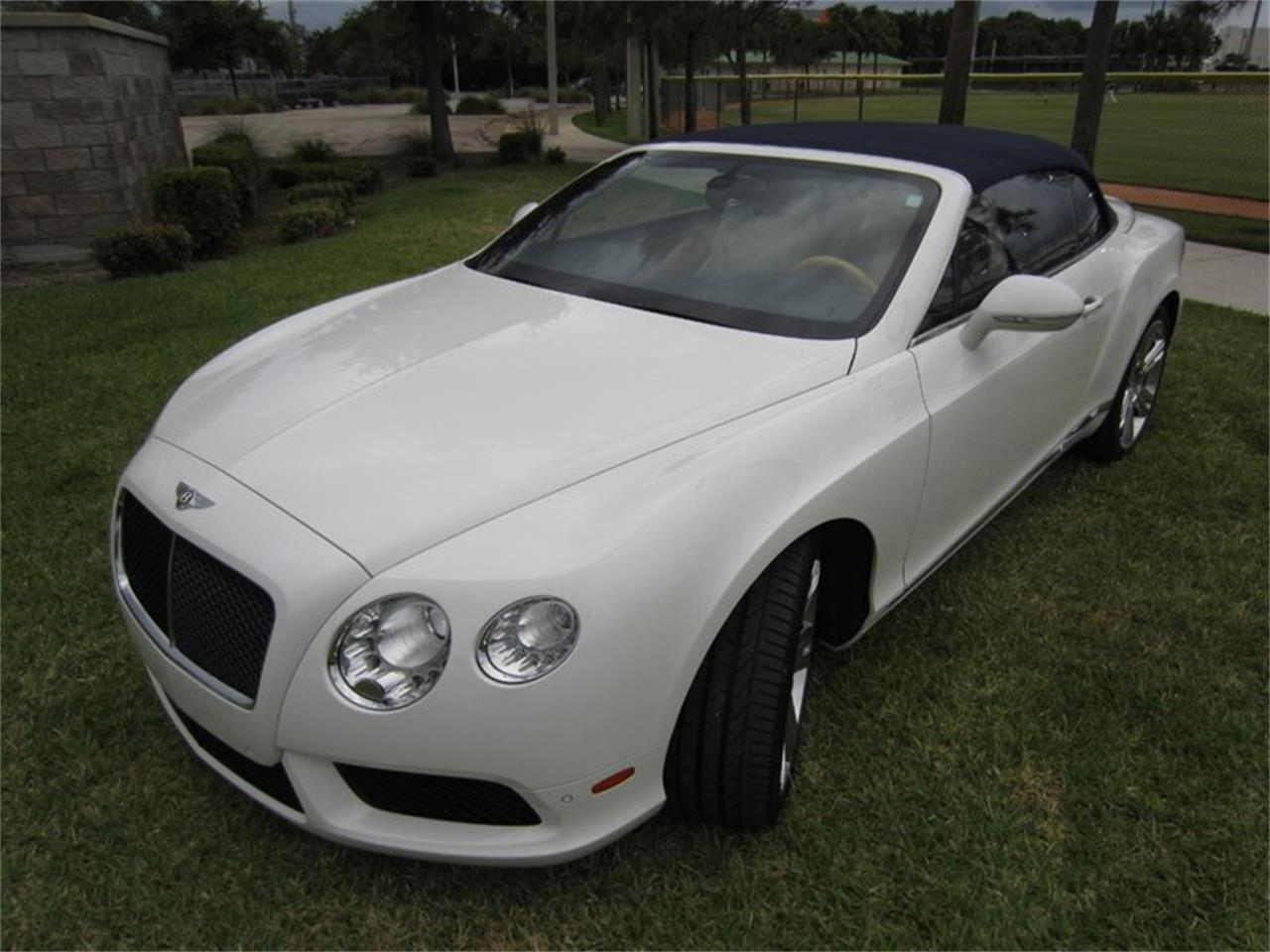 Large Picture of '13 Bentley Continental GTC V8 - Q2NI