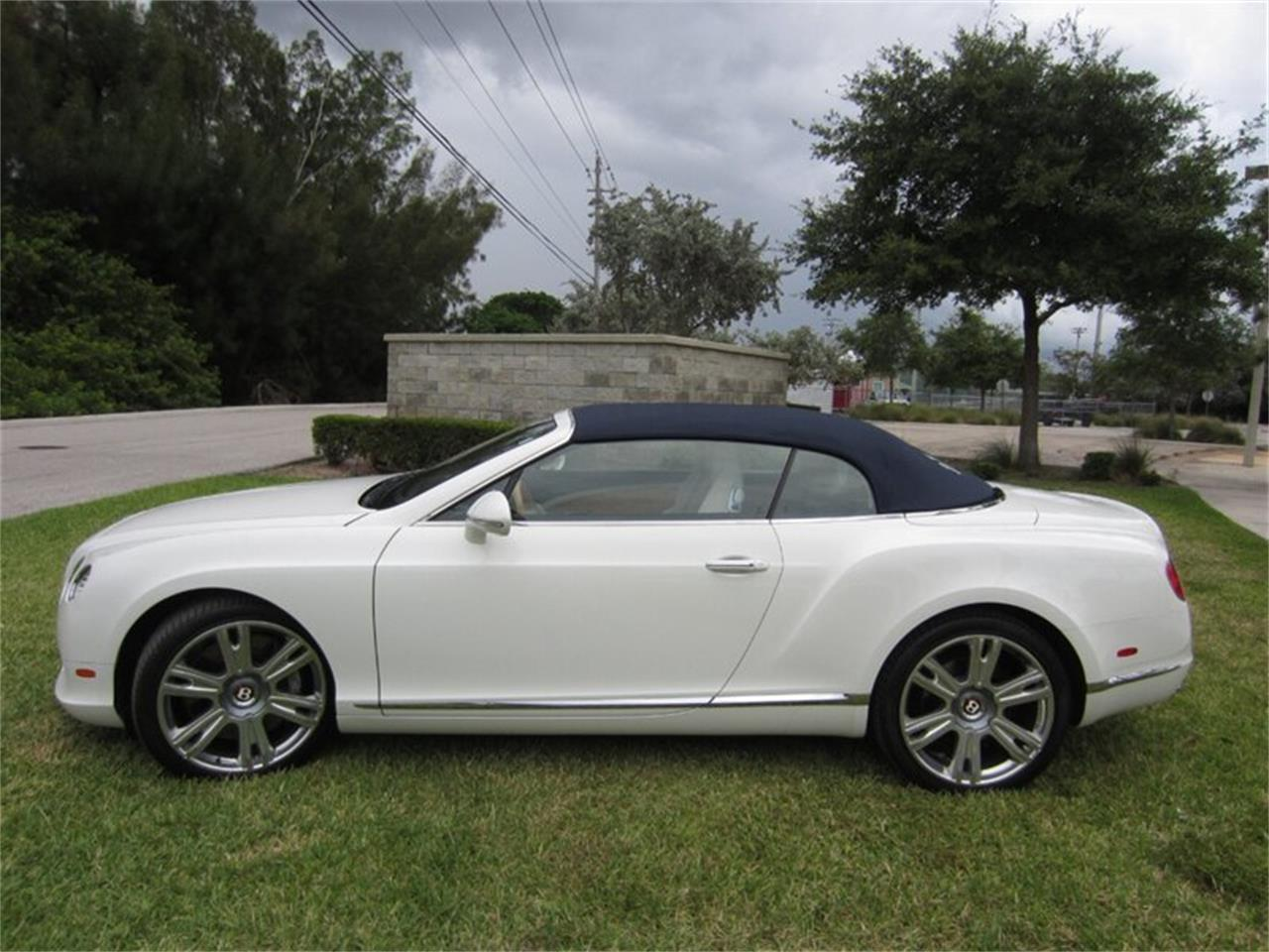 Large Picture of 2013 Bentley Continental GTC V8 located in Delray Beach Florida Offered by Autosport Group - Q2NI