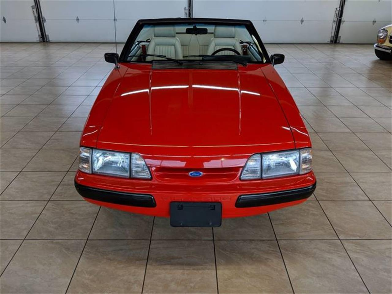 Large Picture of 1989 Ford Mustang located in St. Charles Illinois - $17,900.00 - Q2R9