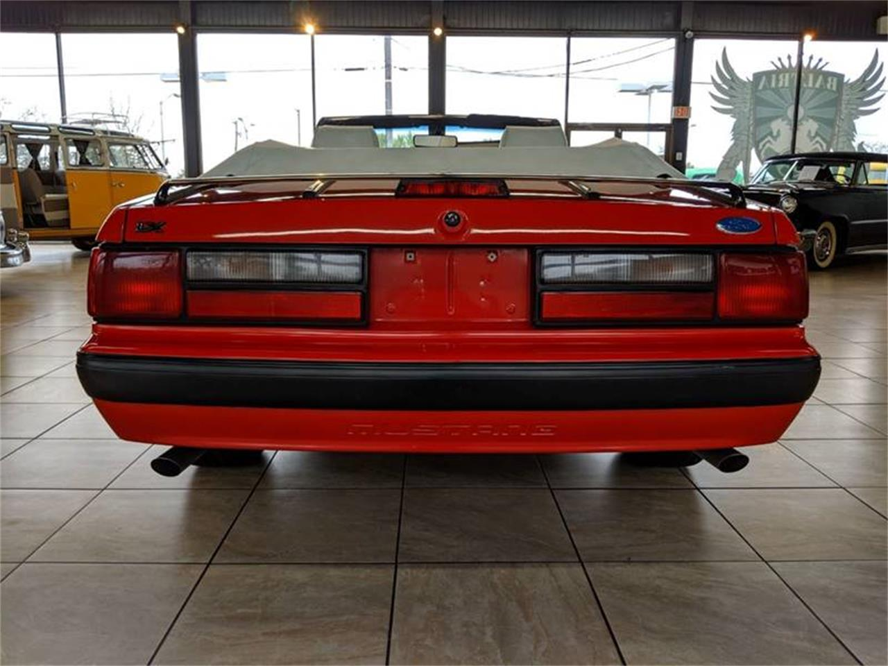 Large Picture of '89 Ford Mustang located in St. Charles Illinois - Q2R9