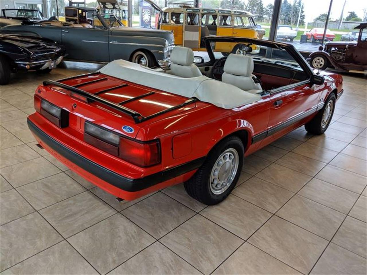 Large Picture of 1989 Ford Mustang located in Illinois - Q2R9