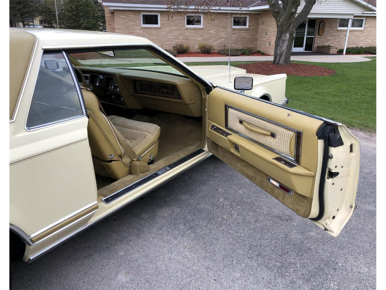 Large Picture of '77 Mark V - Q2S8