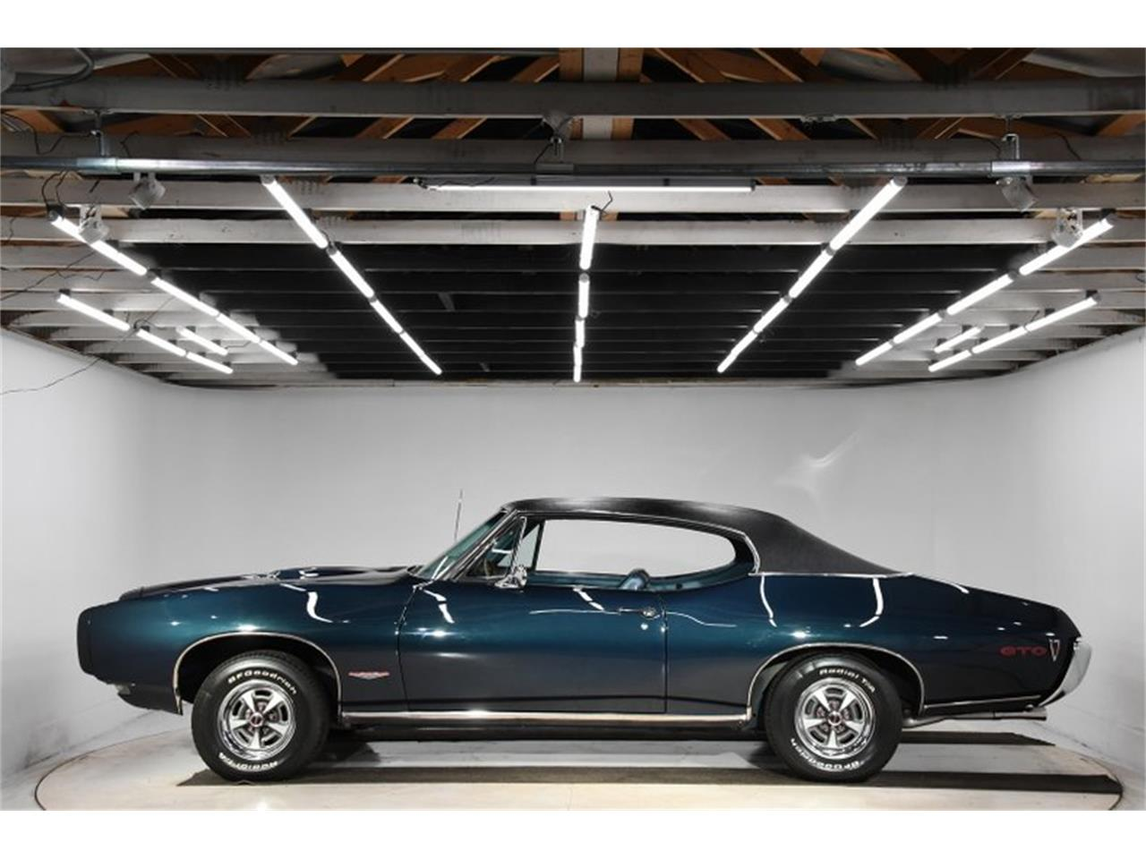 Large Picture of '68 Pontiac GTO located in Illinois - Q2W4