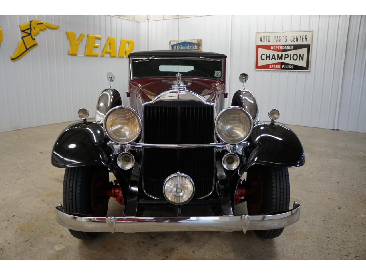 Large Picture of 1932 Packard Standard Eight - Q33P