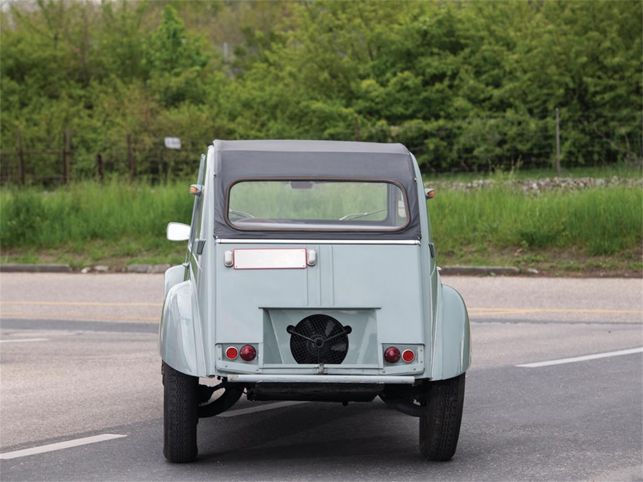 Large Picture of Classic '63 Citroen 2CV located in  Auction Vehicle Offered by RM Sotheby's - Q37H