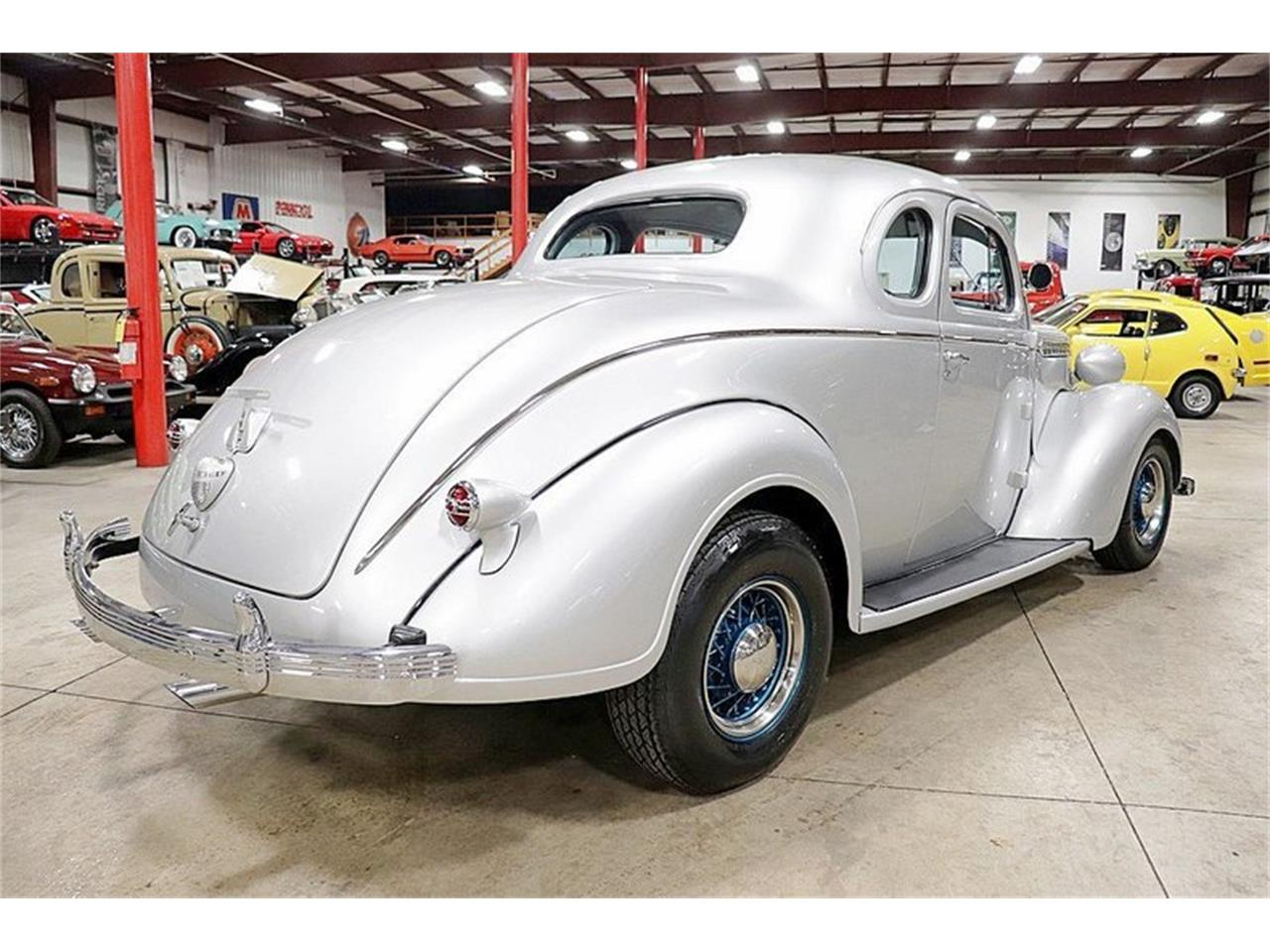 Large Picture of Classic 1937 Royal - Q39G