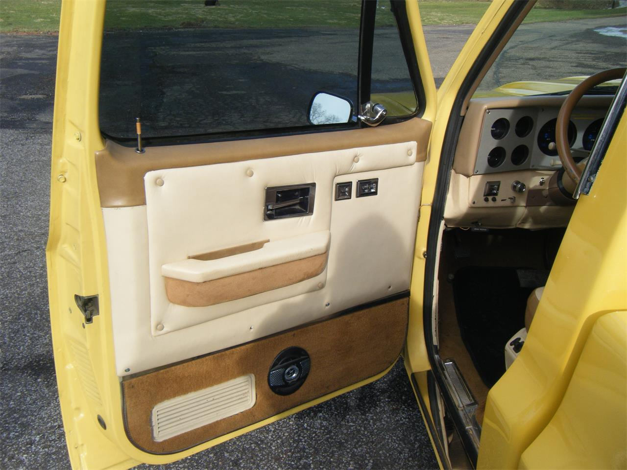 Large Picture of 1985 Chevrolet C10 - Q3GG