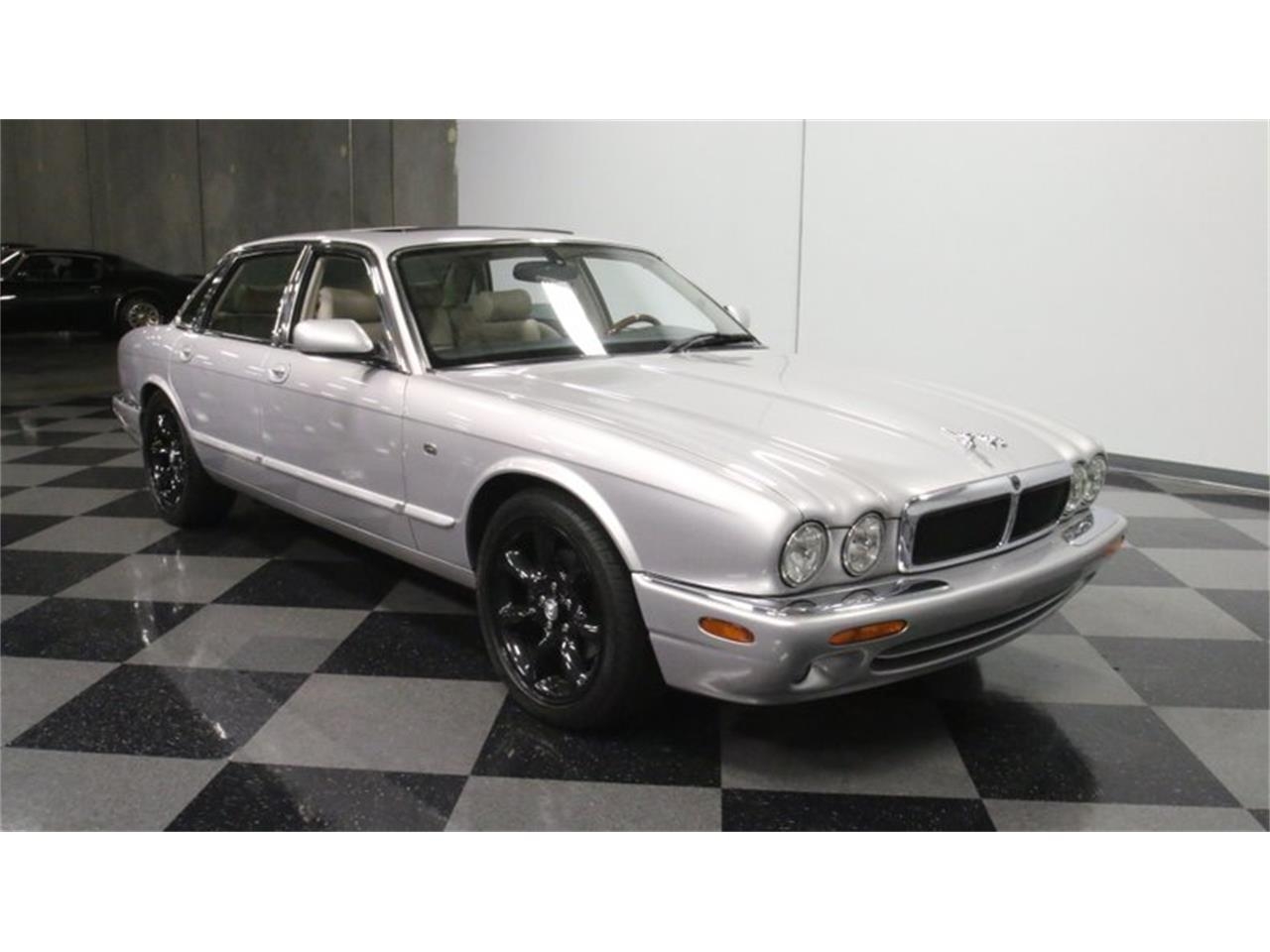 Large Picture of '02 XJ located in Georgia - $14,995.00 Offered by Streetside Classics - Atlanta - Q3IY