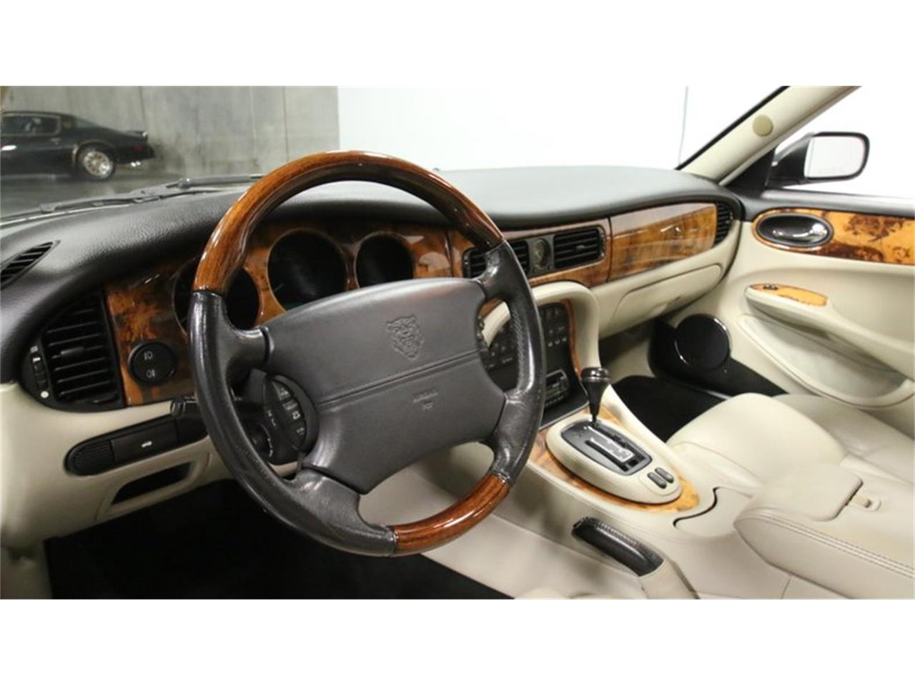 Large Picture of '02 Jaguar XJ Offered by Streetside Classics - Atlanta - Q3IY
