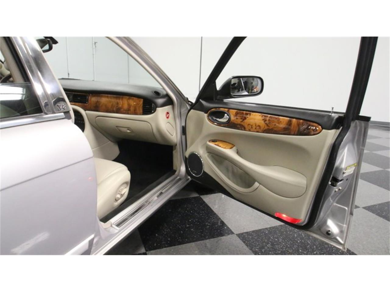 Large Picture of 2002 Jaguar XJ - Q3IY