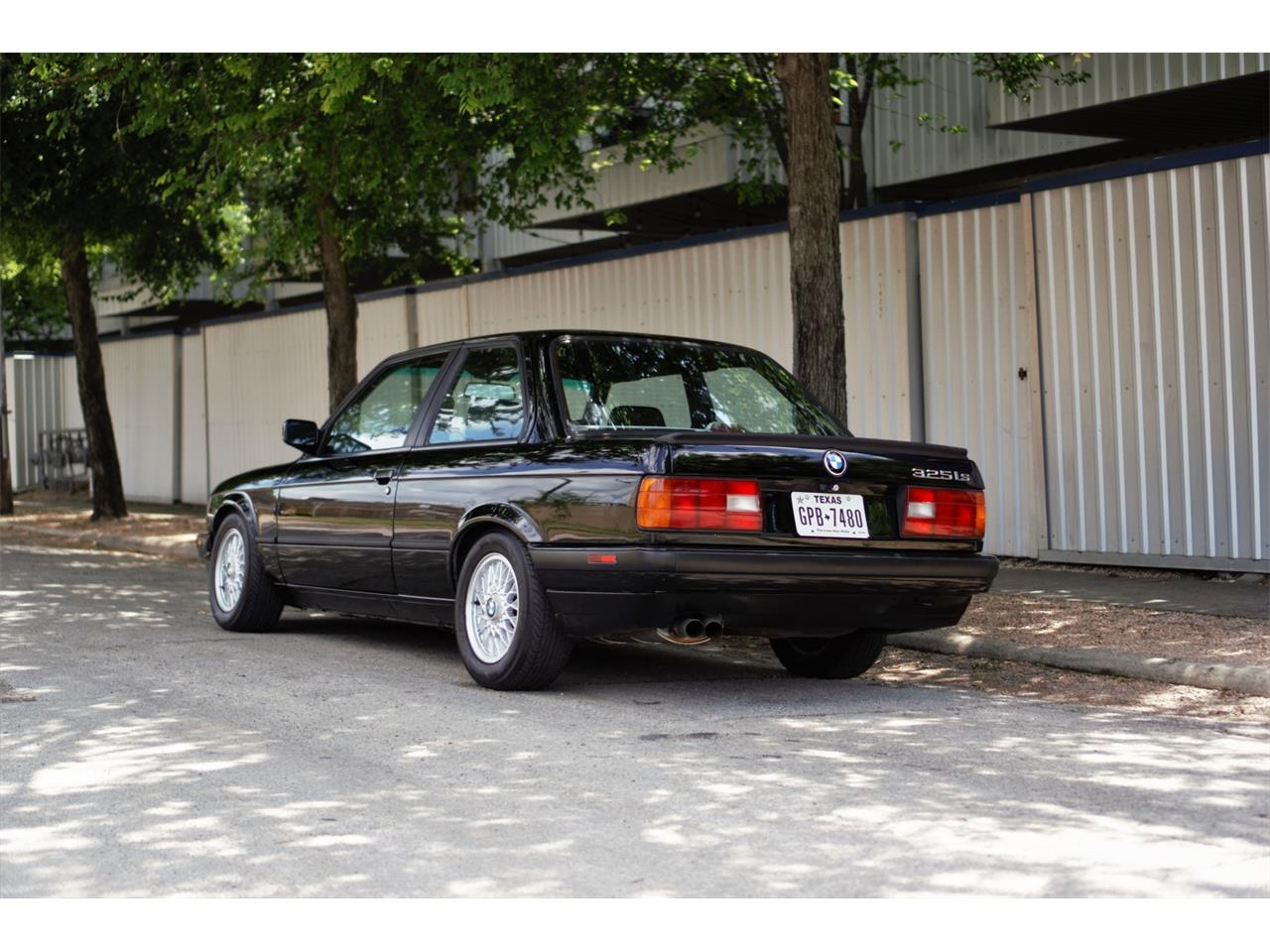 Large Picture of '90 3 Series located in Dallas Texas Auction Vehicle - Q3WA