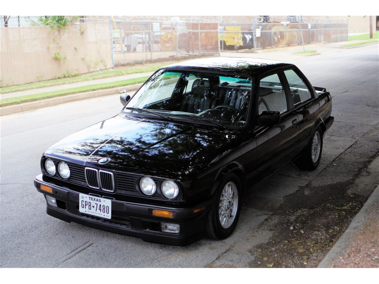 Large Picture of '90 BMW 3 Series Auction Vehicle - Q3WA