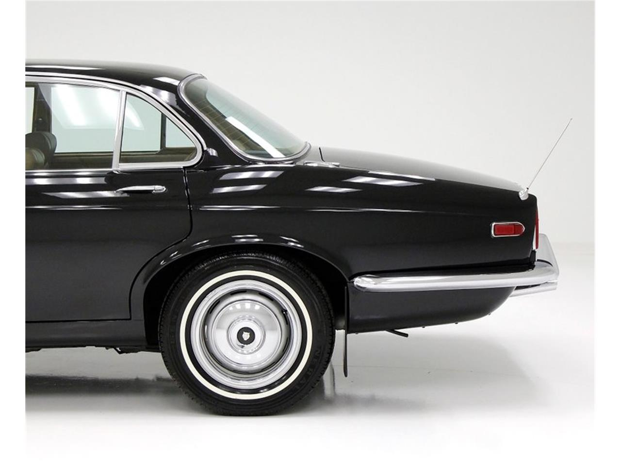 Large Picture of Classic '71 XJ6 Offered by Classic Auto Mall - Q3ZS