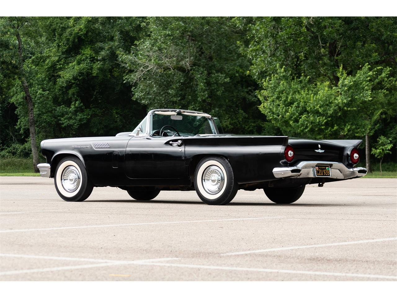 Large Picture of '57 Thunderbird - Q438