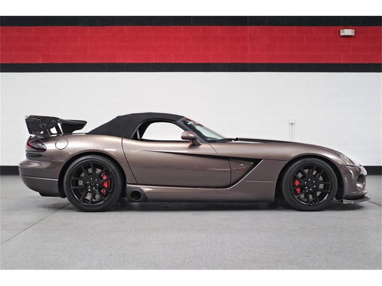 Large Picture of '04 Dodge Viper - Q44X