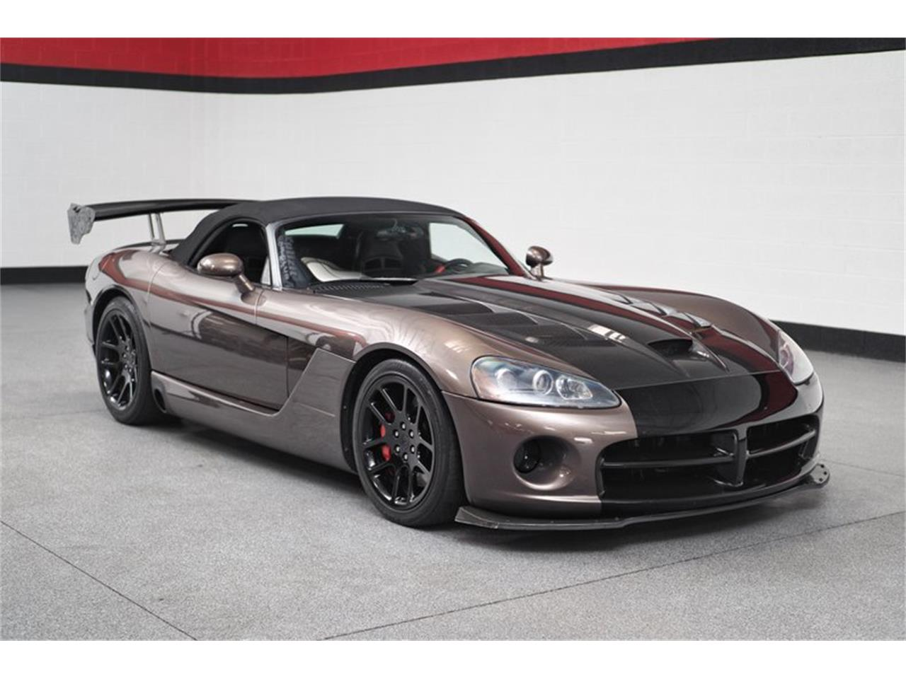 Large Picture of '04 Dodge Viper located in Gilbert Arizona Offered by B5 Motors - Q44X