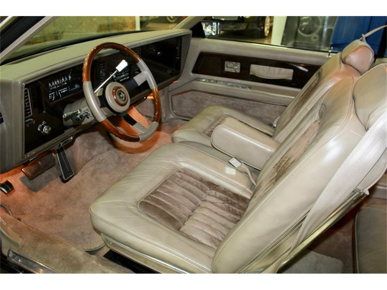 Large Picture of 1985 Riviera - Q47D