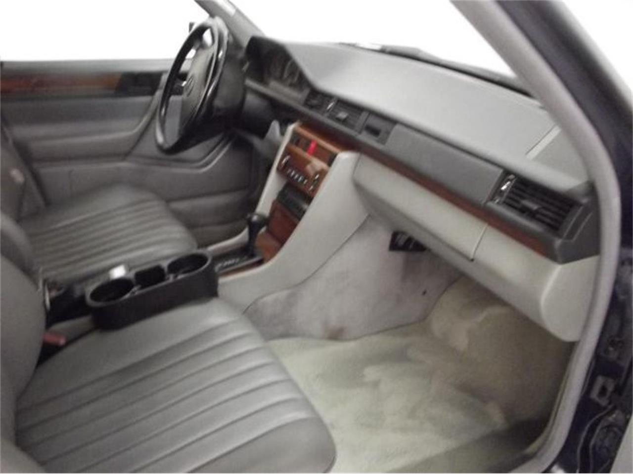 Large Picture of '92 Mercedes-Benz 300D - $10,395.00 - Q4A7