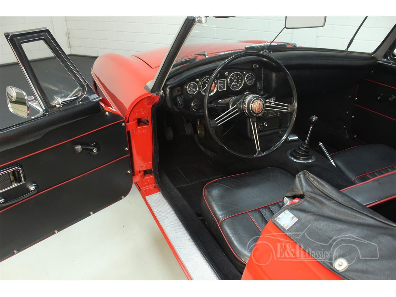 Large Picture of '68 MGB - Q4FF