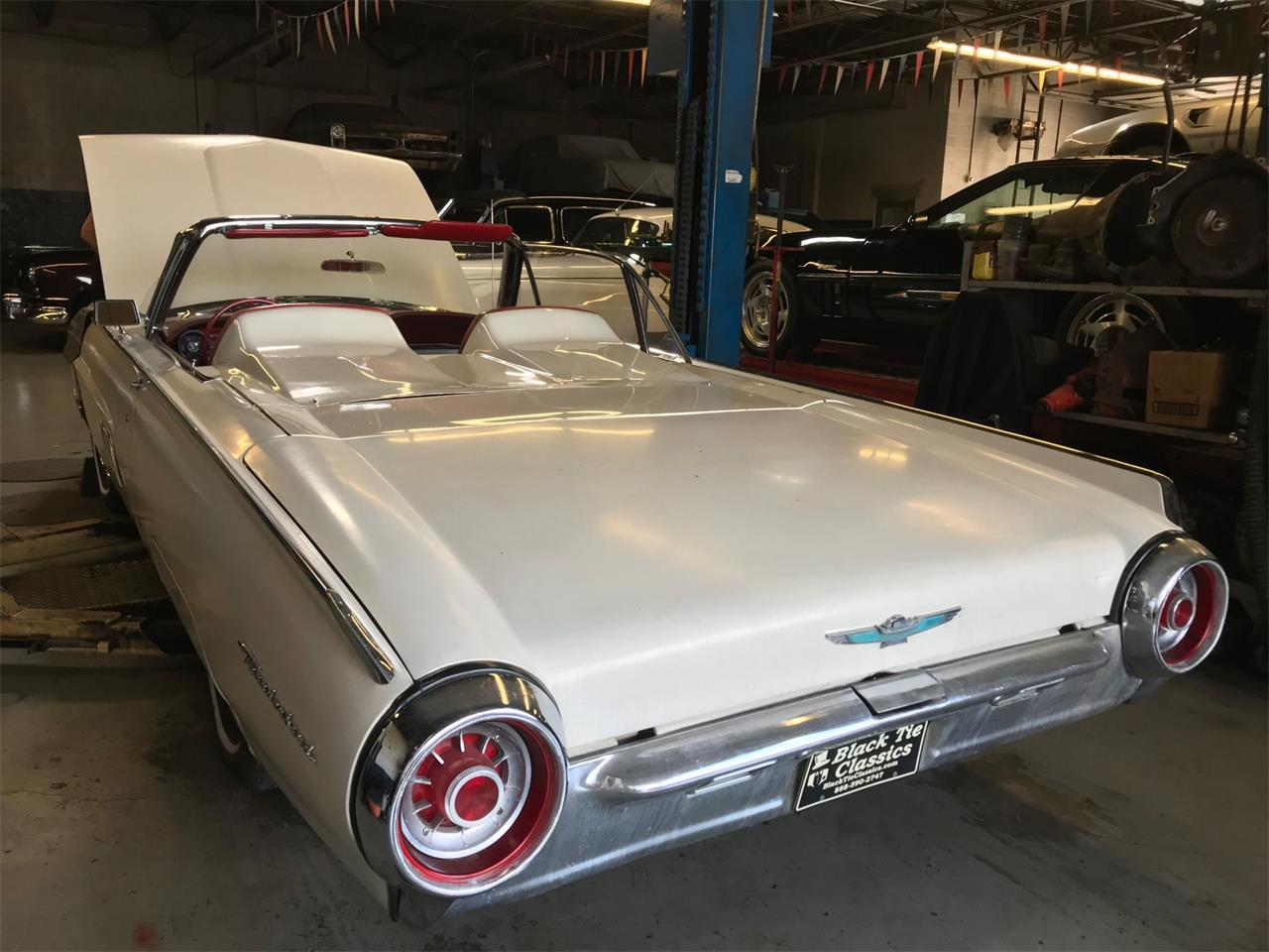Large Picture of '63 Thunderbird located in Stratford New Jersey Auction Vehicle Offered by Black Tie Classics - Q4MX