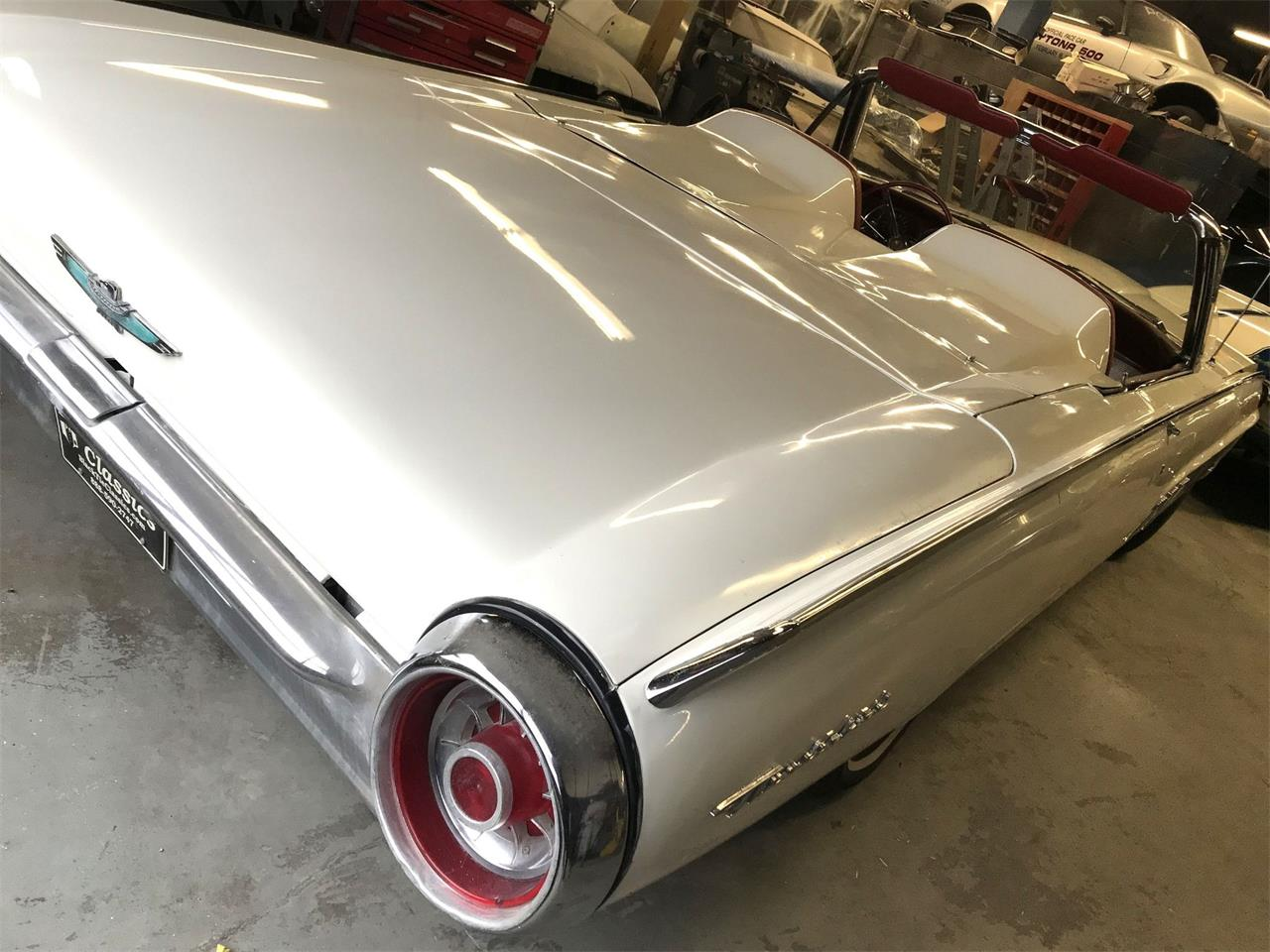 Large Picture of Classic 1963 Ford Thunderbird Auction Vehicle - Q4MX