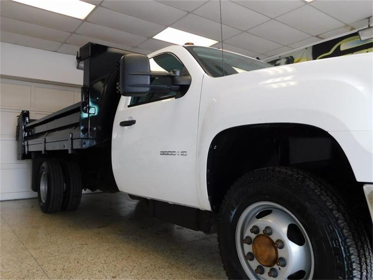 Large Picture of '12 Dump Truck Offered by Superior Auto Sales - Q4MY