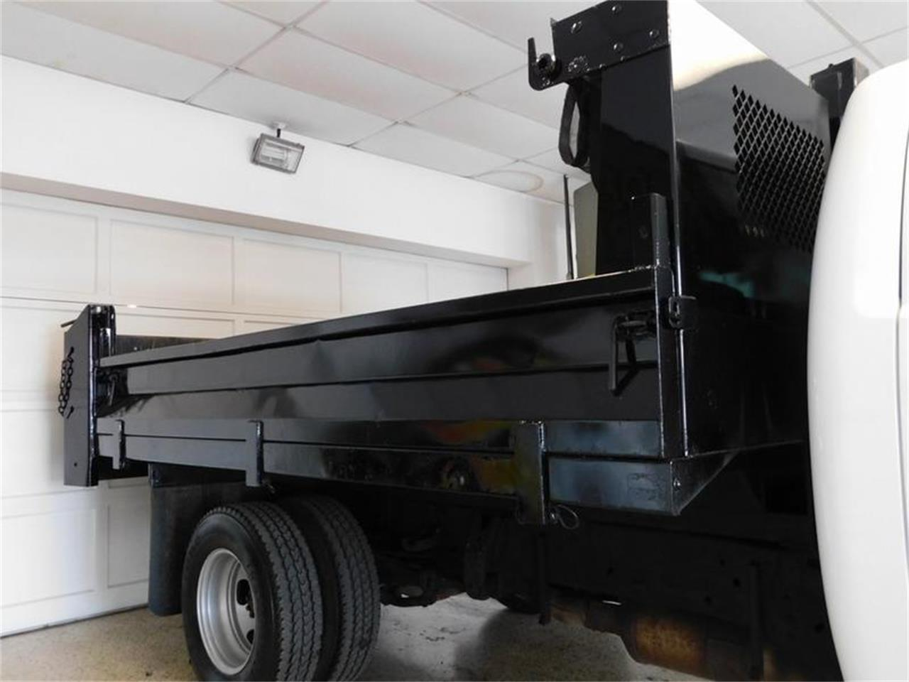Large Picture of '12 GMC Dump Truck - Q4MY