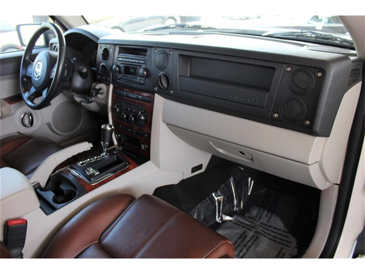 Large Picture of '06 Commander - Q4TV