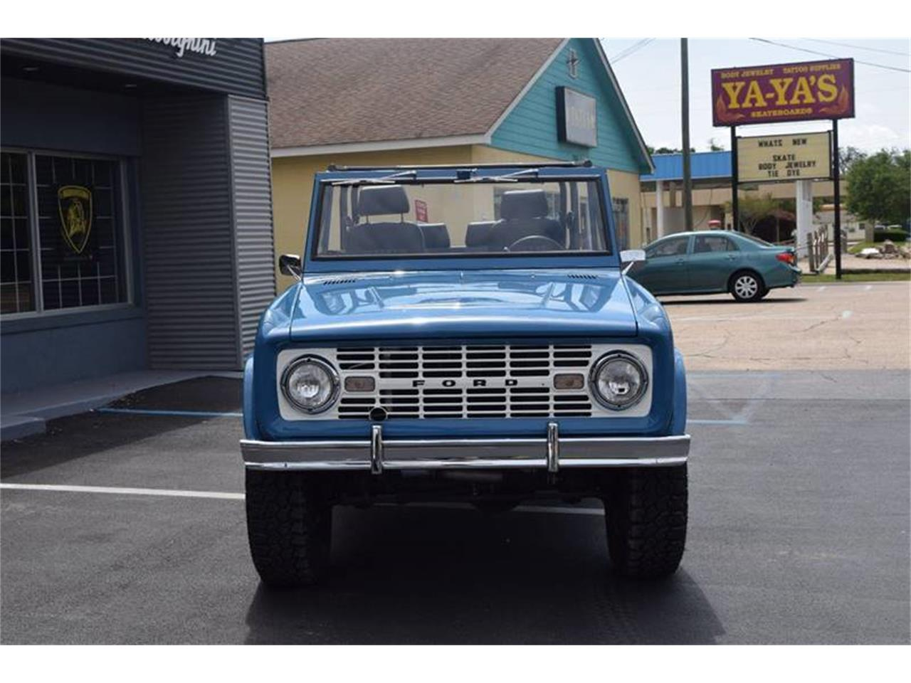 Large Picture of '66 Bronco - Q4U7