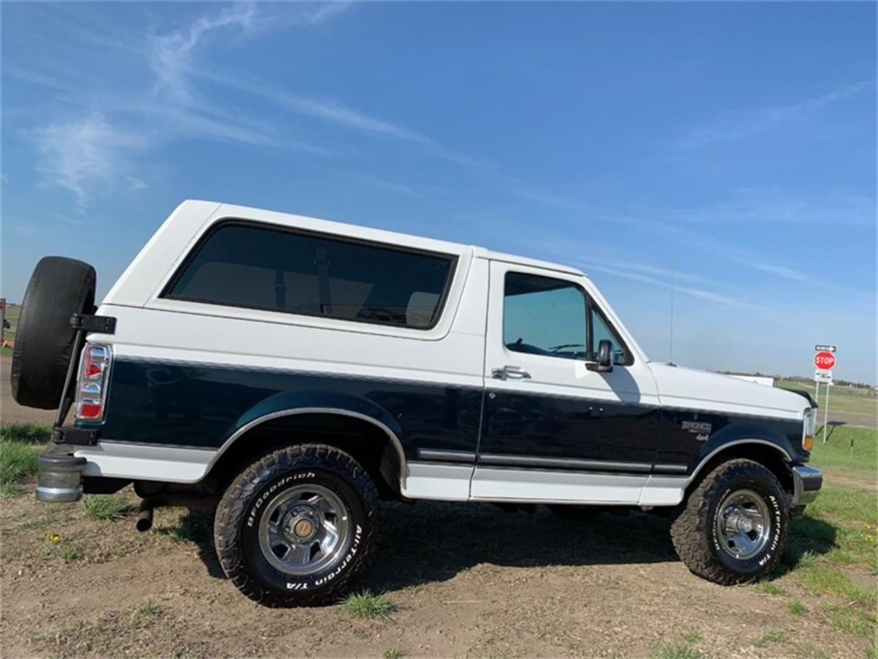 Large Picture of 1994 Ford Bronco located in North Dakota - $15,890.00 - Q4UY