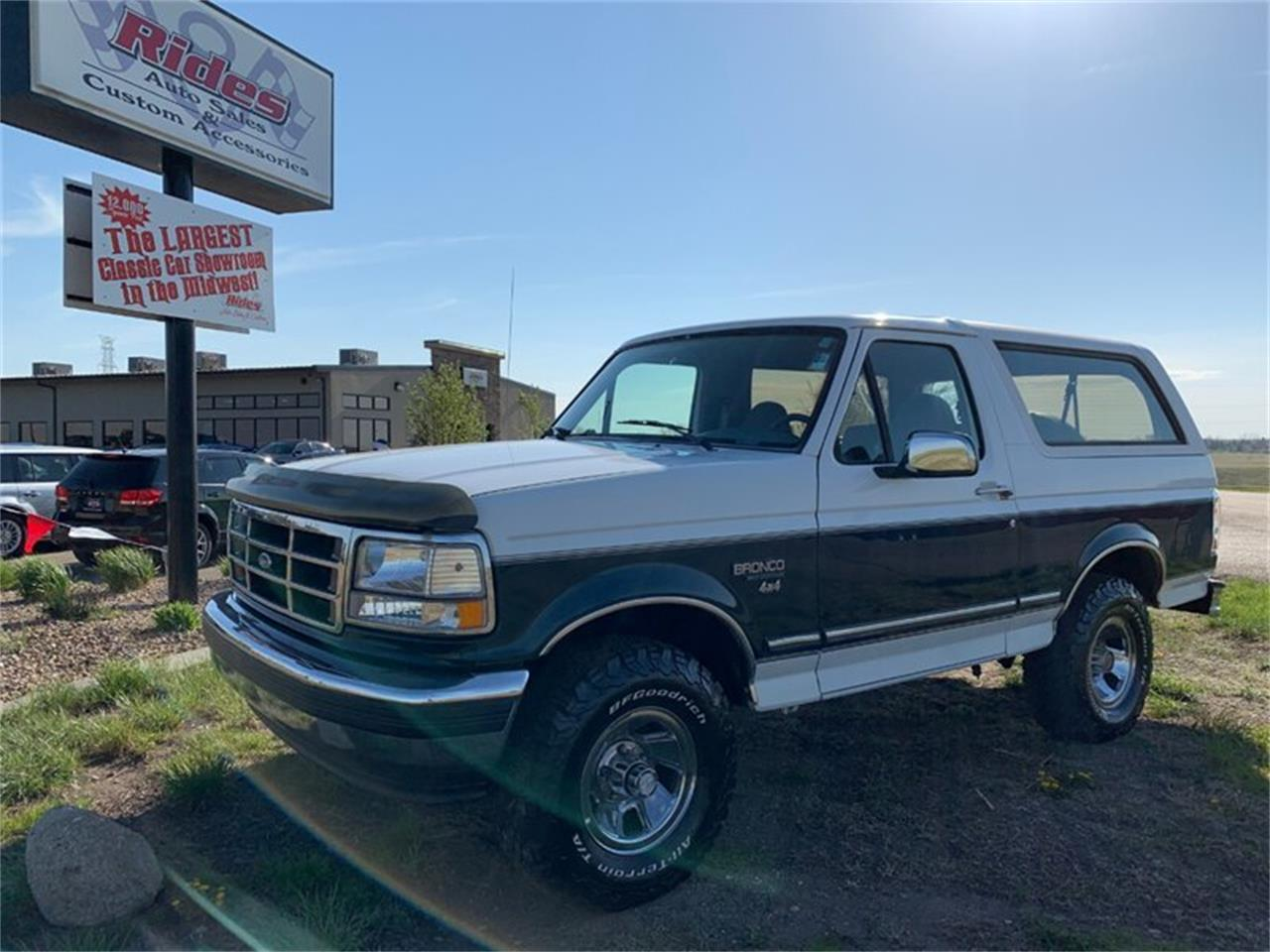 Large Picture of '94 Ford Bronco located in Bismarck North Dakota - $15,890.00 Offered by Rides Auto Sales - Q4UY