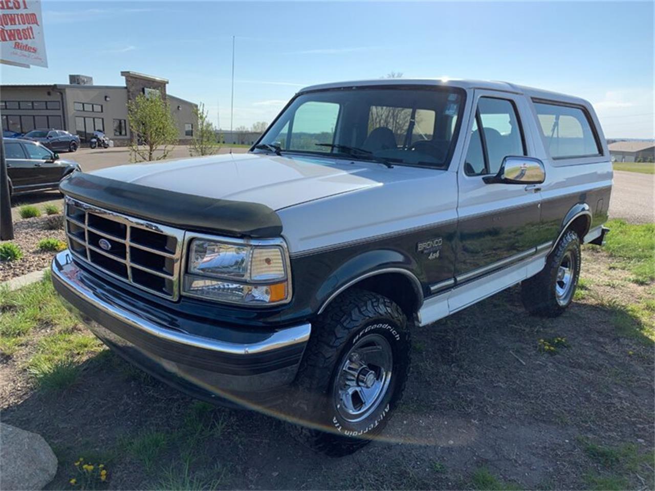 Large Picture of '94 Ford Bronco located in Bismarck North Dakota - Q4UY