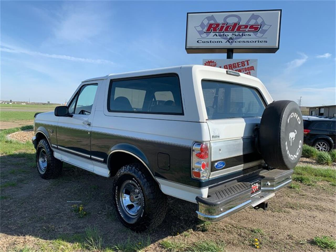 Large Picture of '94 Ford Bronco located in North Dakota - Q4UY