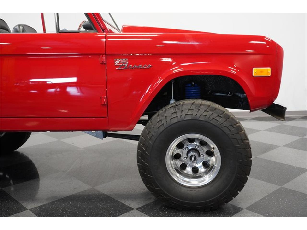 Large Picture of '75 Ford Bronco Offered by Streetside Classics - Phoenix - Q516