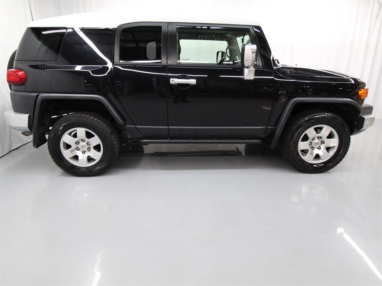 Large Picture of 2007 FJ Cruiser located in Virginia Offered by Duncan Imports & Classic Cars - Q53G