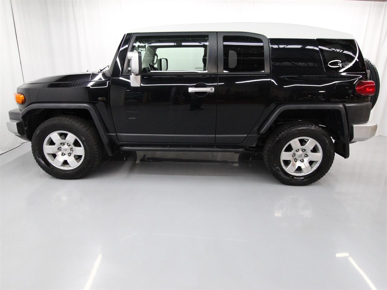 Large Picture of '07 FJ Cruiser Offered by Duncan Imports & Classic Cars - Q53G