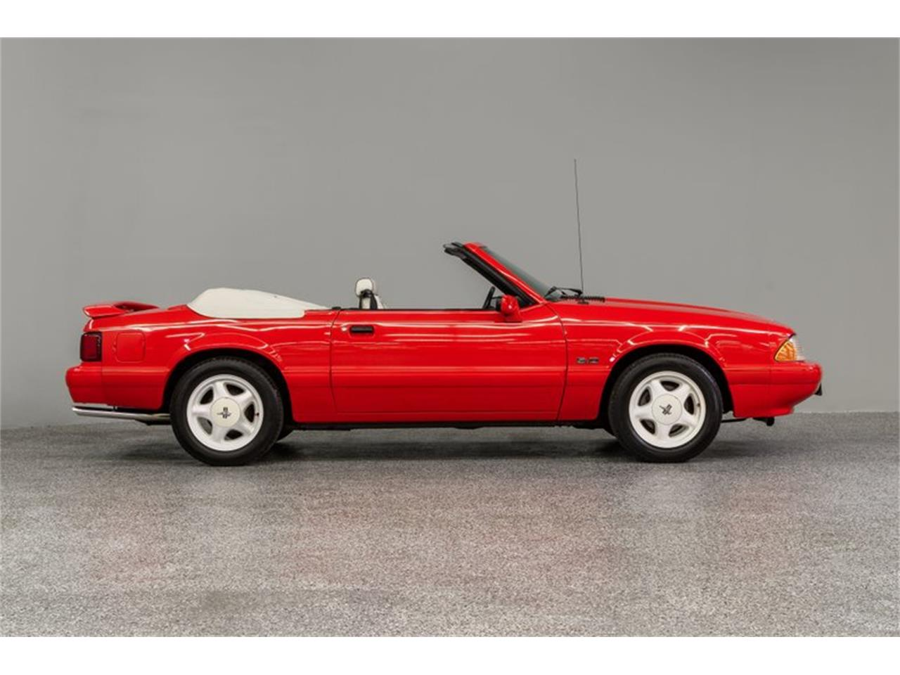 Large Picture of '92 Mustang Offered by Autobarn Classic Cars - Q56V