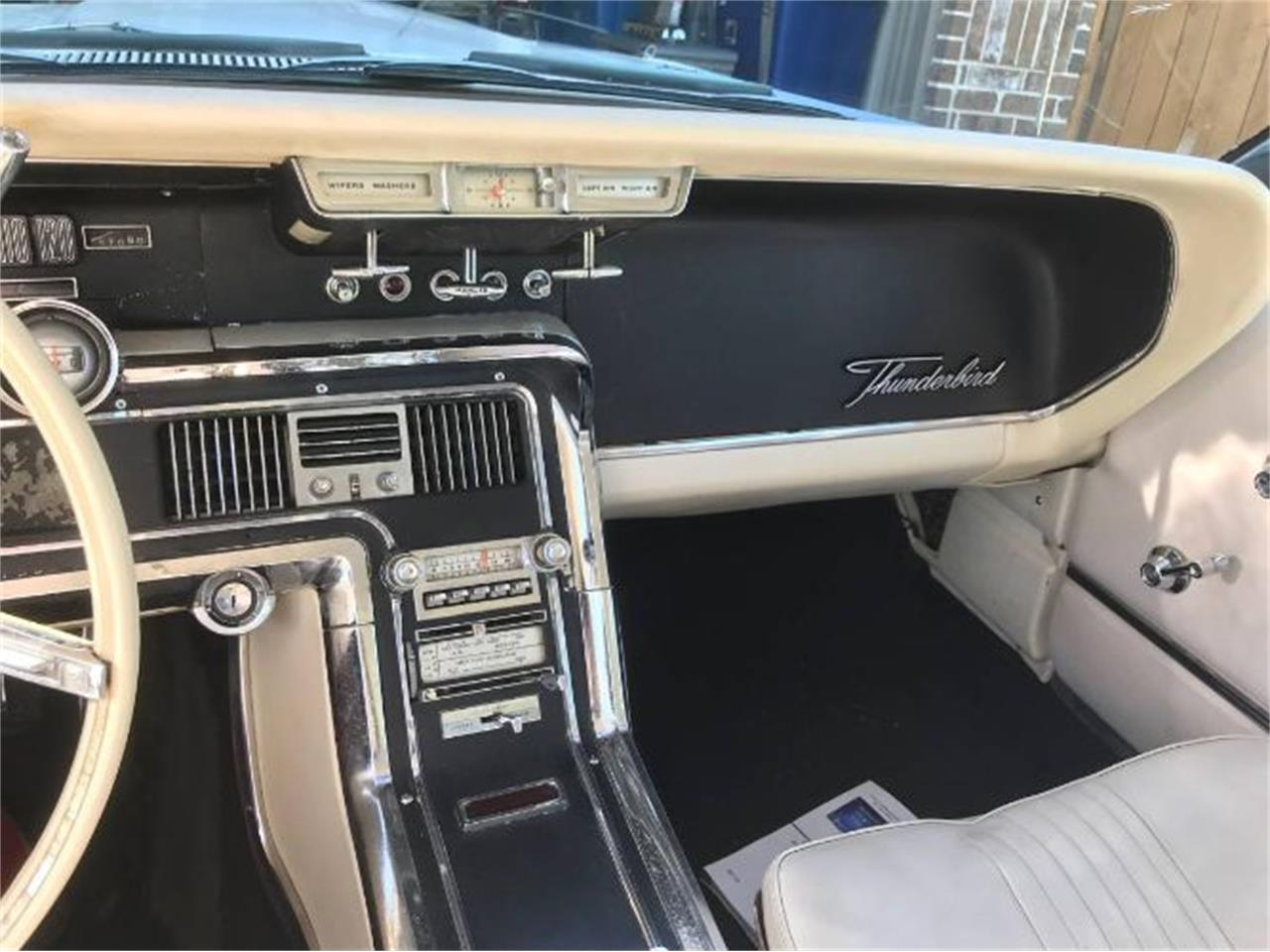 Large Picture of '65 Thunderbird - Q594