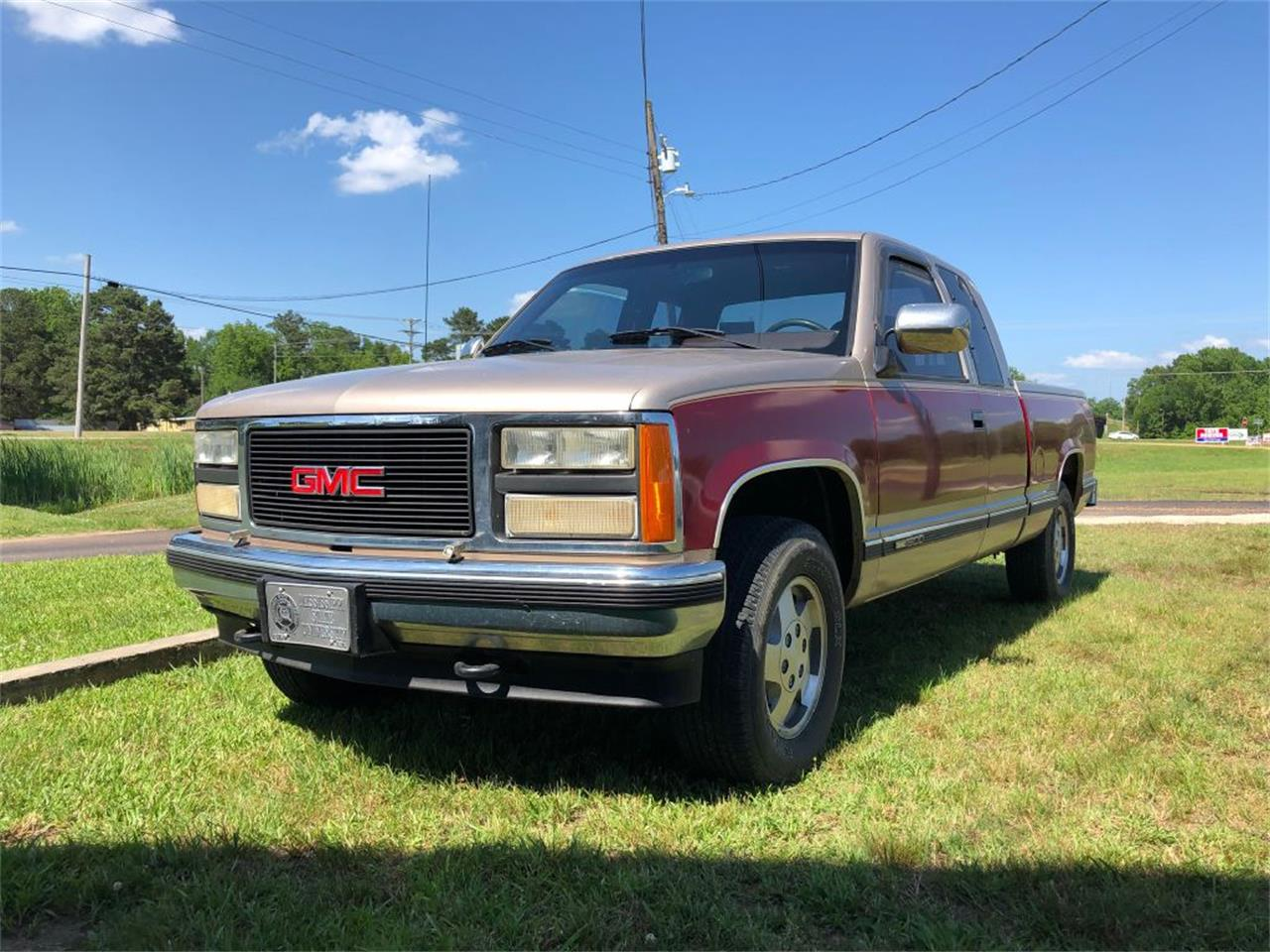 Large Picture of '92 GMC Sierra located in Batesville Mississippi - $9,250.00 Offered by Cotton Warehouse Classic Cars - Q65U