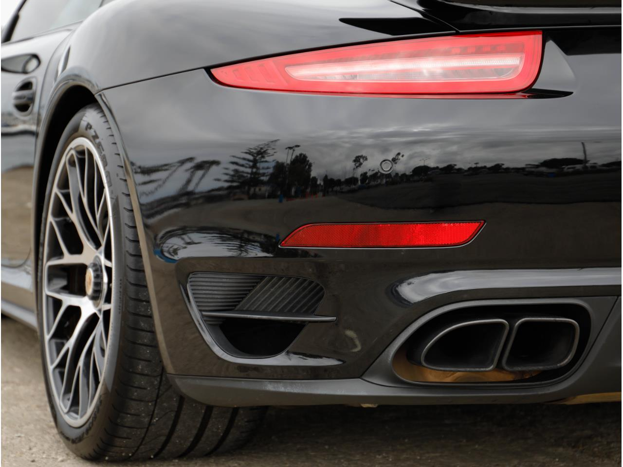 Large Picture of '14 911 Offered by Chequered Flag International - Q6GN